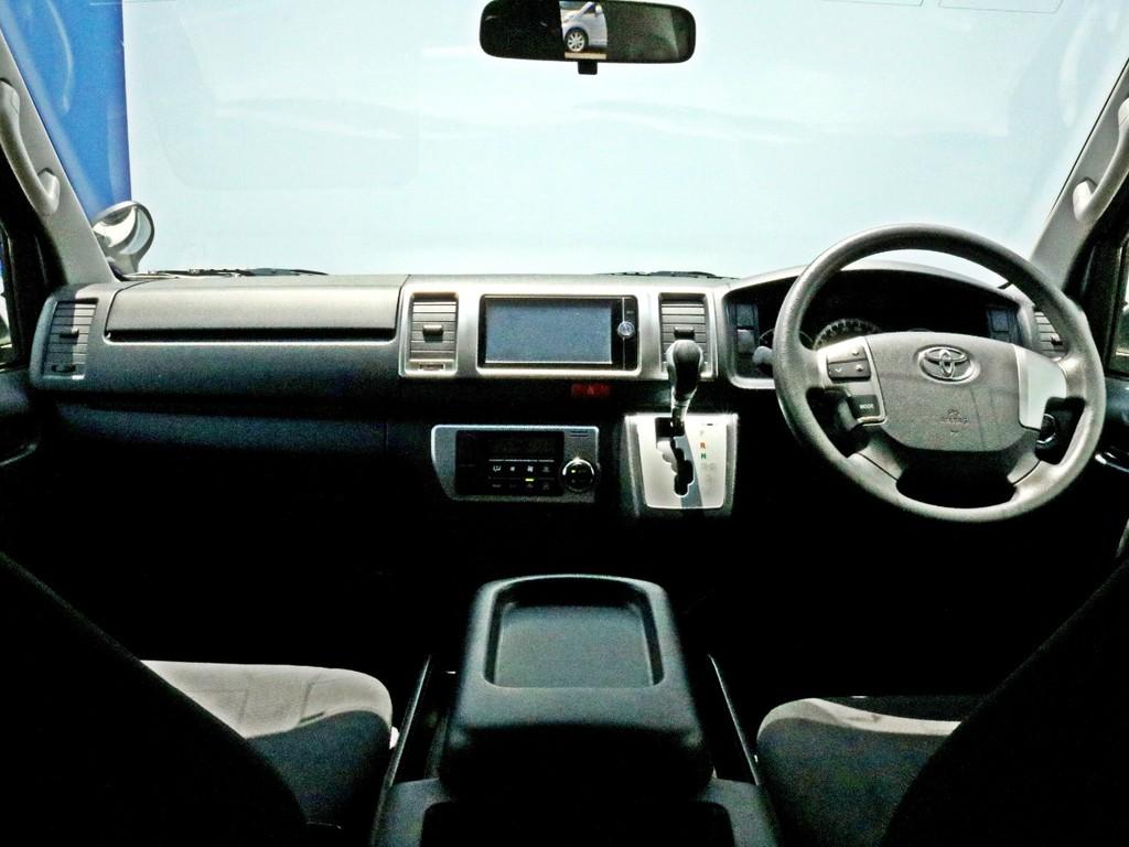人気のパールホワイト4型に多数のカスタムパーツ装着!  LEDヘッドライト・ステアリングリモコン他新車時メーカーオプションも完備!