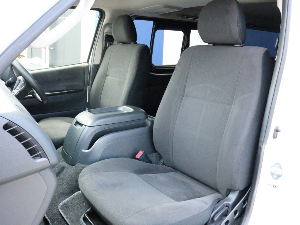 シートは比較的良好な状態を維持しています。シートカバーの設置など追加のカスタムも大歓迎です。
