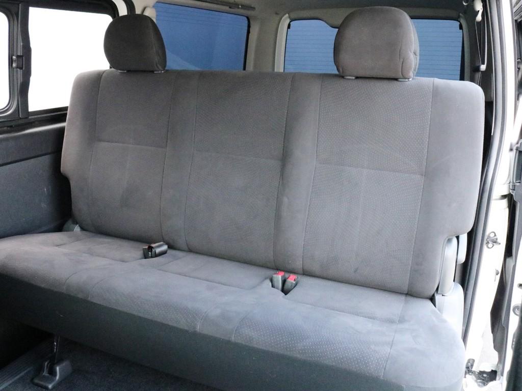 2列目シートは3点式シートベルトなのでチャイルドシートの設置も可能です。