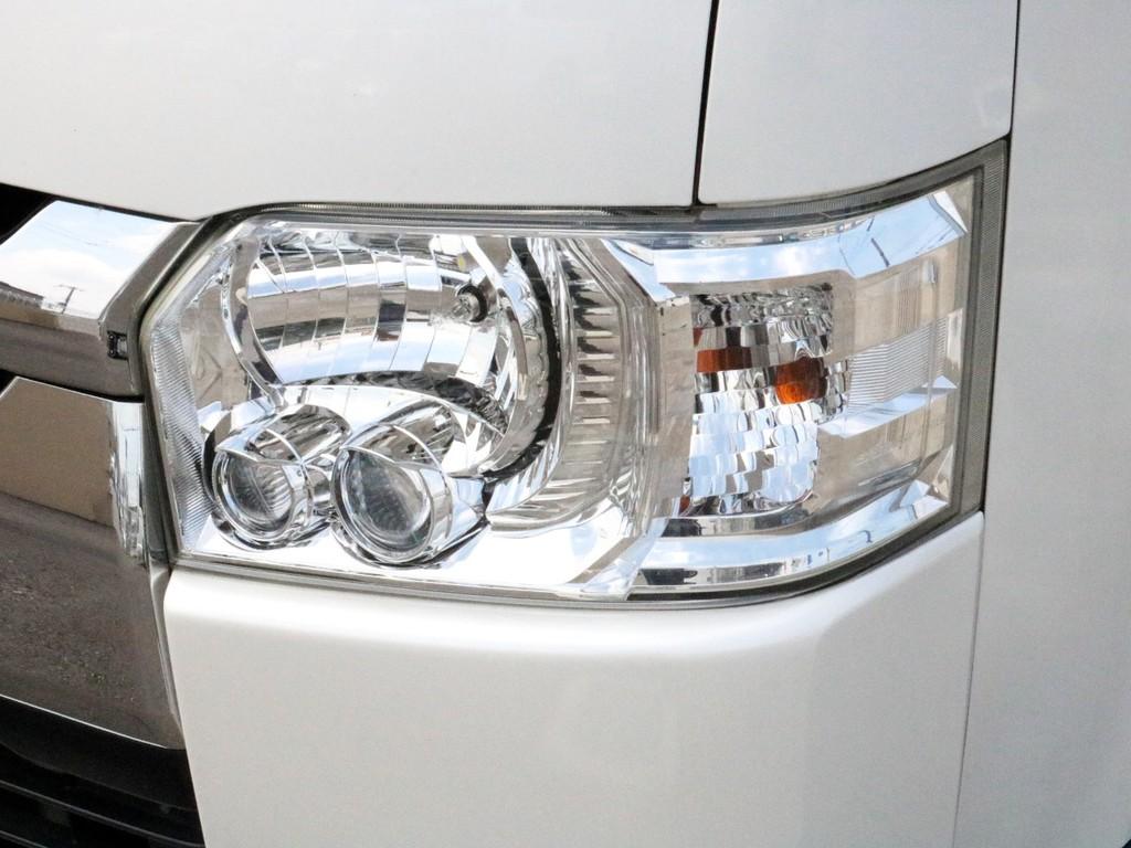 メーカーオプションのLEDヘッドライトも完備! 夜道を明るく照らしてくれます。