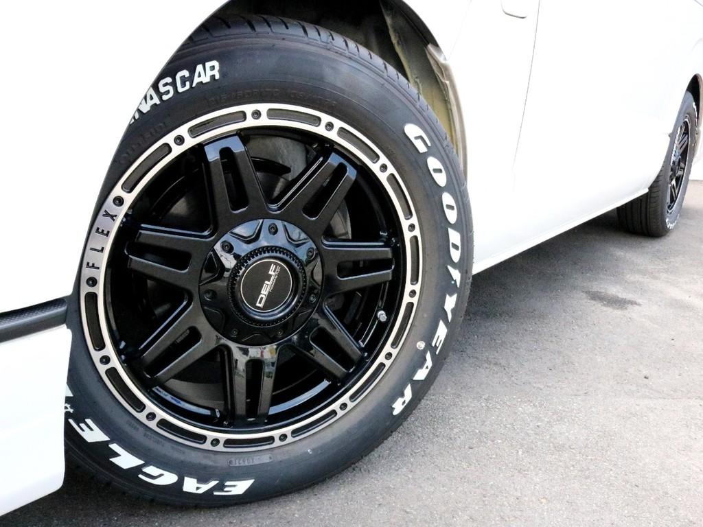 FLEXオリジナルDelf04 17インチAWを装着済み! タイヤはナスカーホワイトレタータイヤを合わせています。