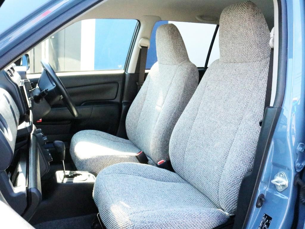FLEXオリジナルファブリックシートカバーを装着済みです。触り心地がとても良く、通気性も良いお洒落なシートカバーです。