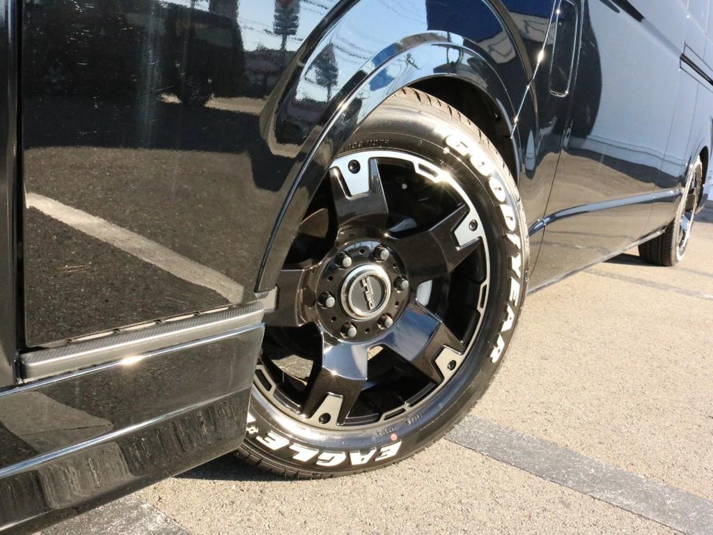 FLEXオリジナル Delf03 17インチAWを装着済み! タイヤはナスカーホワイトレタータイヤを合わせています。
