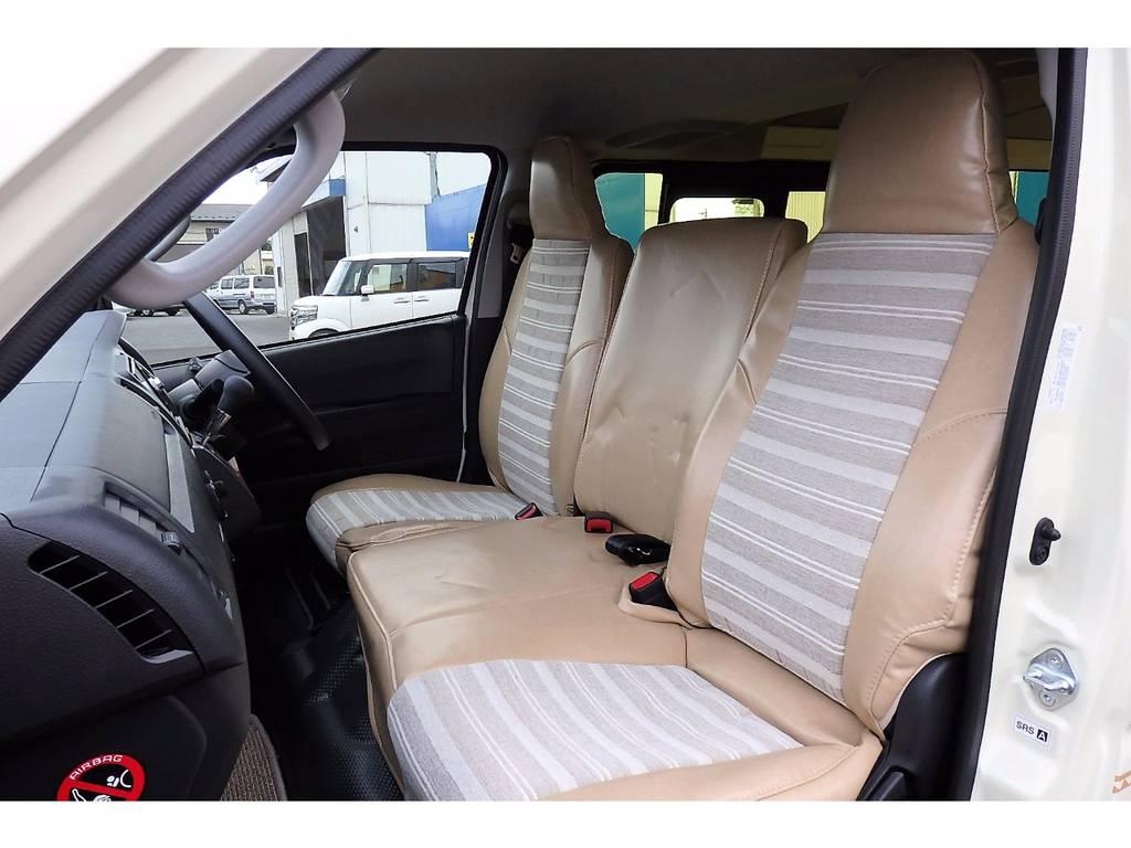 シートにはオーダーメイドのおしゃれなシートカバーとフロア―マットを新品で装着!まるでソファーに座っているような生地が魅力です♪ | トヨタ ハイエースバン 2.0 DX ロング お洒落なハイエースV