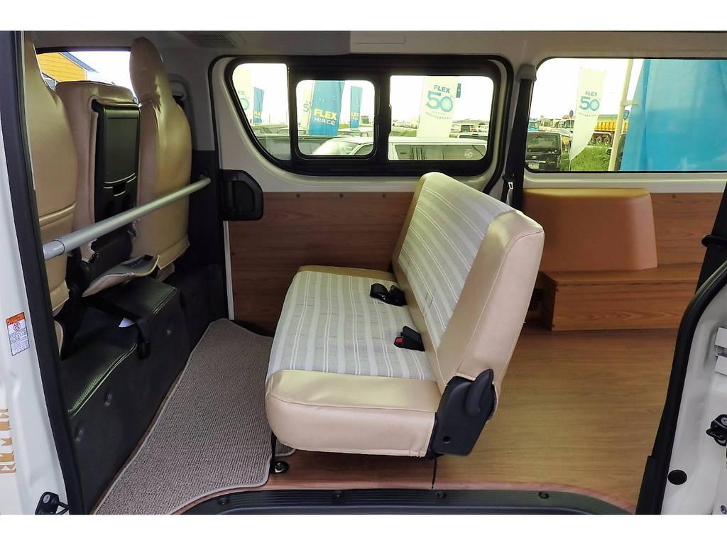 セカンドシートは折り畳みもラクラクで、シートベルトも標準装備なので、安全性もバッチリです! | トヨタ ハイエースバン 2.0 DX ロング お洒落なハイエースV