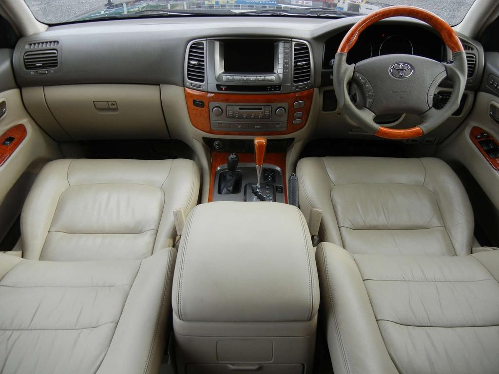 内装ベージュ基調☆とてもキレイに保たれております☆ | トヨタ ランドクルーザーシグナス 4.7 4WD