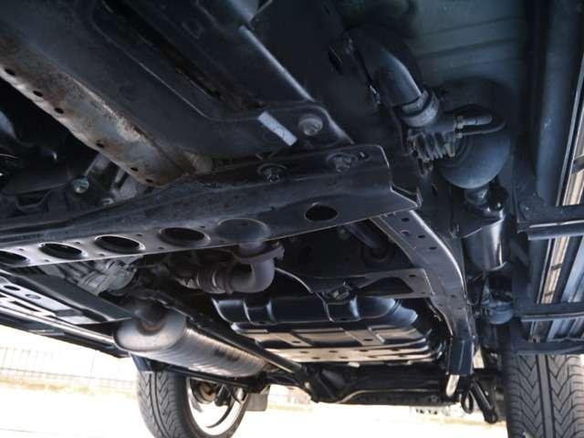 下回りは高圧洗浄後防錆パスターにてキレイに仕上げてあります☆ | トヨタ ランドクルーザーシグナス 4.7 4WD