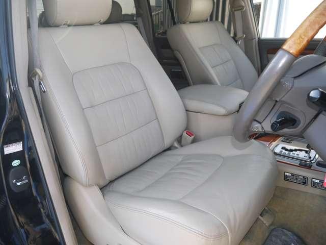運転席は目立つヘタリ無くキレイに保たれております☆ | トヨタ ランドクルーザーシグナス 4.7 4WD