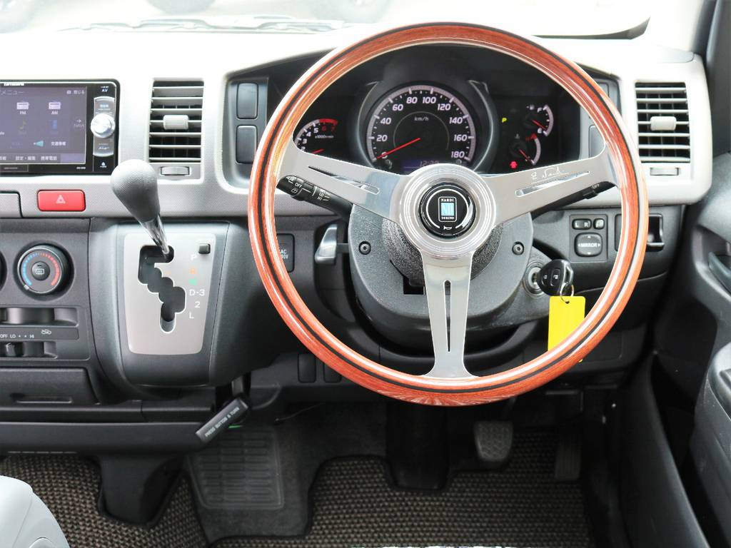 新品NARDIクラシックウッドハンドルをインストール | トヨタ レジアスエース 2.7 スーパーGL ワイド ミドルルーフ ロングボディ CoastLines