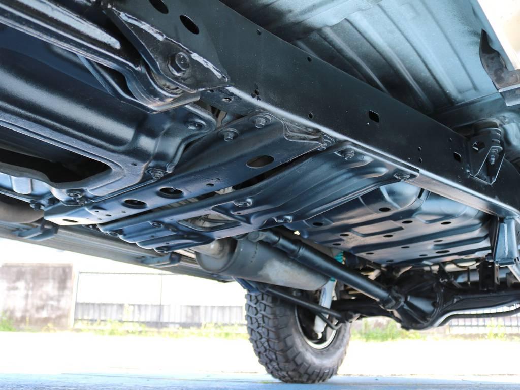 下回りは高圧洗浄後防錆パスターにてキレイに仕上げてあります☆ | トヨタ ランドクルーザー80 4.2 VXリミテッド ディーゼルターボ 4WD