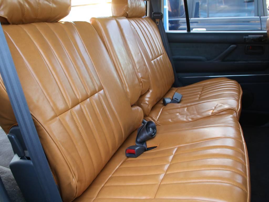 後部座席は大人もくつろげるスペースがございます☆ | トヨタ ランドクルーザー80 4.2 VXリミテッド ディーゼルターボ 4WD RENOCA 新品ナビ、Bカメラ