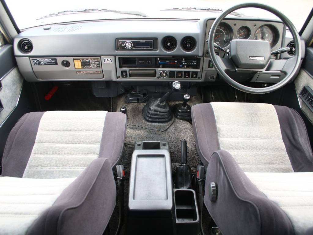 内装グレー基調☆キレイに保たれております☆ | トヨタ ランドクルーザー60 4.0 VX ハイルーフ ディーゼルターボ 4WD VX