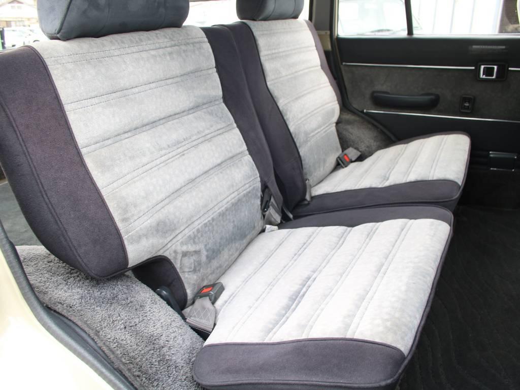 後部座席は大人もくつろげるスペースがございます☆ | トヨタ ランドクルーザー60 4.0 VX ハイルーフ ディーゼルターボ 4WD VX