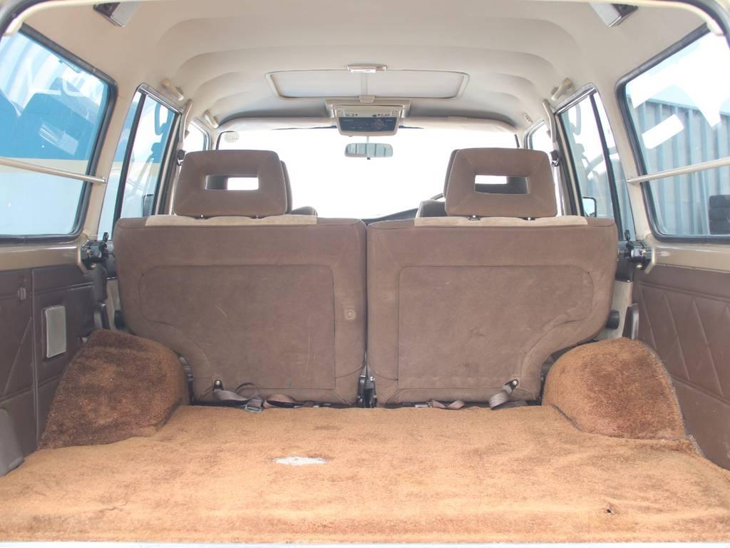 荷室は広々お使いいただけるスペースがございます☆   トヨタ ランドクルーザー60 4.0 VX ハイルーフ ディーゼルターボ 4WD
