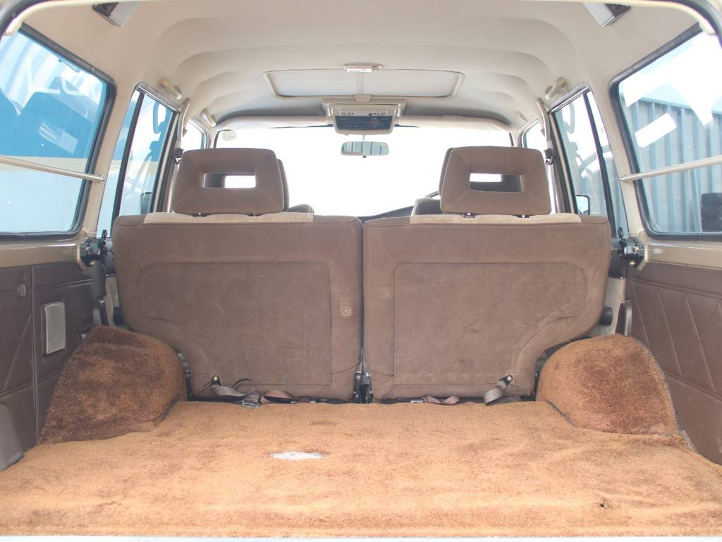 荷室は広々お使いいただけるスペースがございます☆ | トヨタ ランドクルーザー60 4.0 VX ハイルーフ ディーゼルターボ 4WD