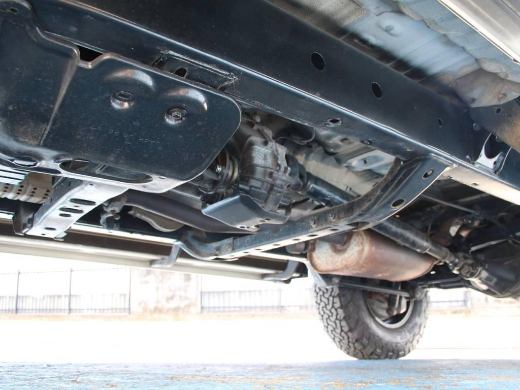下回りは高圧洗浄後防錆パスターにてキレイに仕上げてあります☆ | トヨタ ランドクルーザープラド 2.7 TX リミテッド 4WD