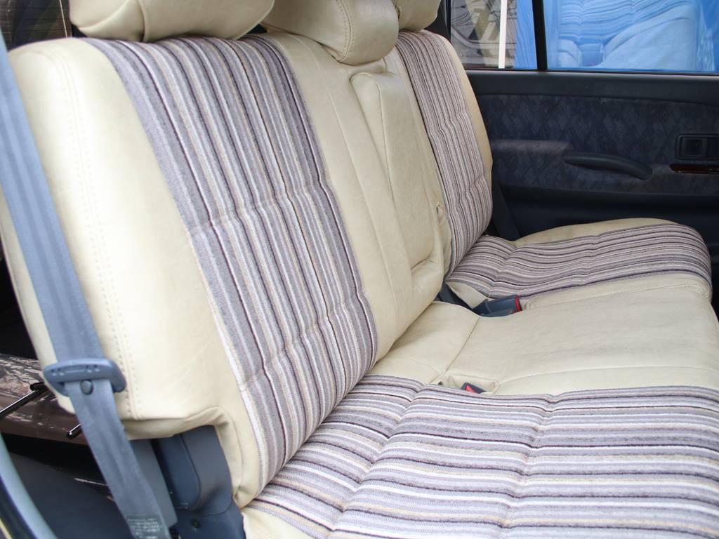 後部座席は大人もくつろげるスペースがございます☆ | トヨタ ランドクルーザープラド 2.7 TX リミテッド 4WD