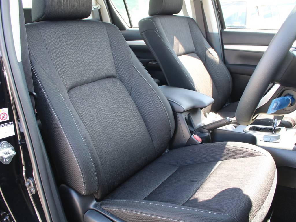 運転席は目立つヘタりなくキレイに保たれております☆ | トヨタ ハイラックス 2.4 Z ディーゼルターボ 4WD Z