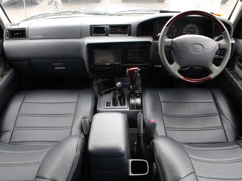 内装グレー基調☆キレイに保たれております☆新品ブラックシートカバー☆新品ウッドコンビステアリング、シフトノブ☆ | トヨタ ランドクルーザー80 4.5 VXリミテッド 4WD 最終型 Wエアバック リフトアップ