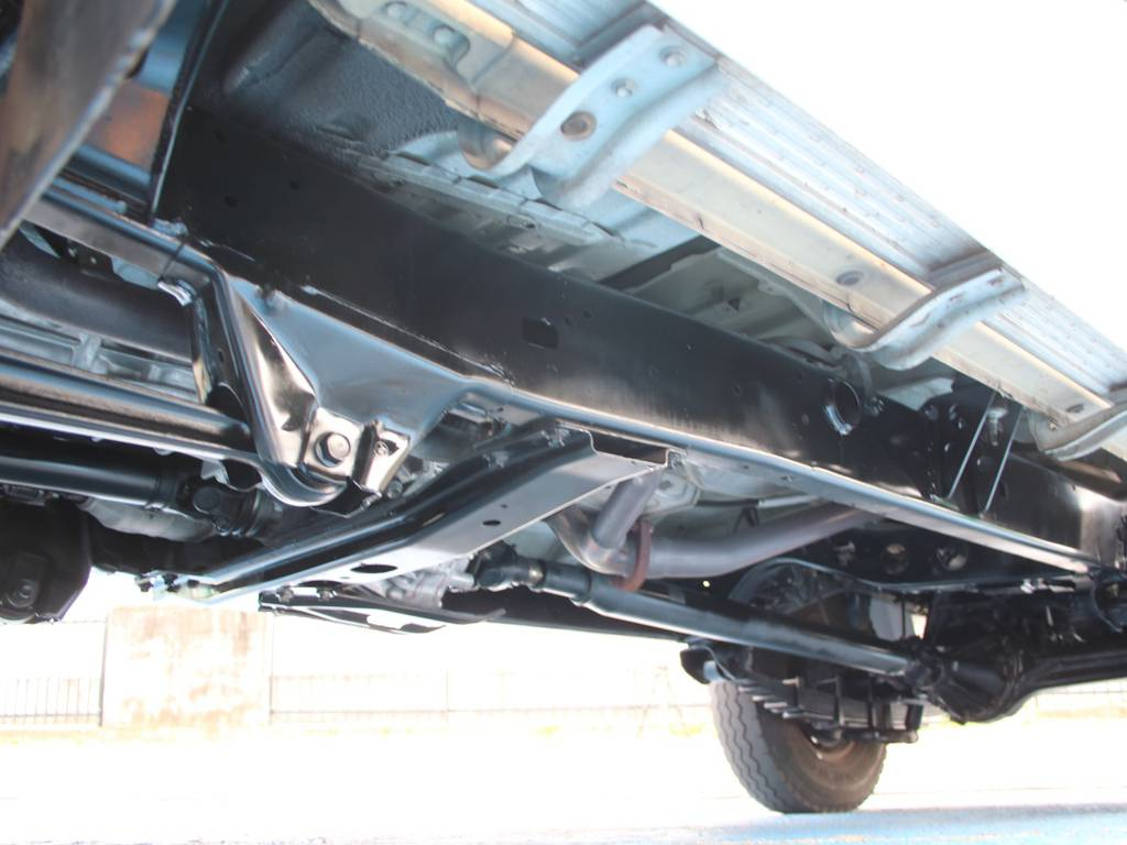 下回りは高圧洗浄後防錆パスターにてキレイに仕上げてあります☆ | トヨタ ランドクルーザー70ピックアップ 4.0 4WD