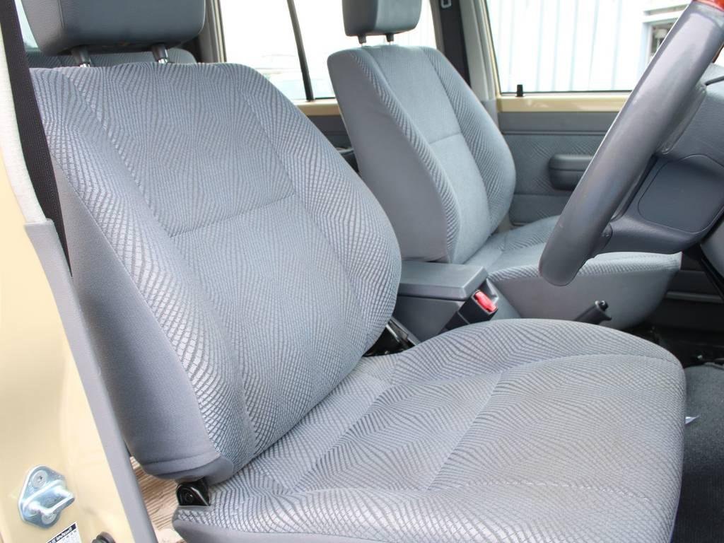 運転席は目立つヘタりなくキレイに保たれております☆ | トヨタ ランドクルーザー70ピックアップ 4.0 4WD