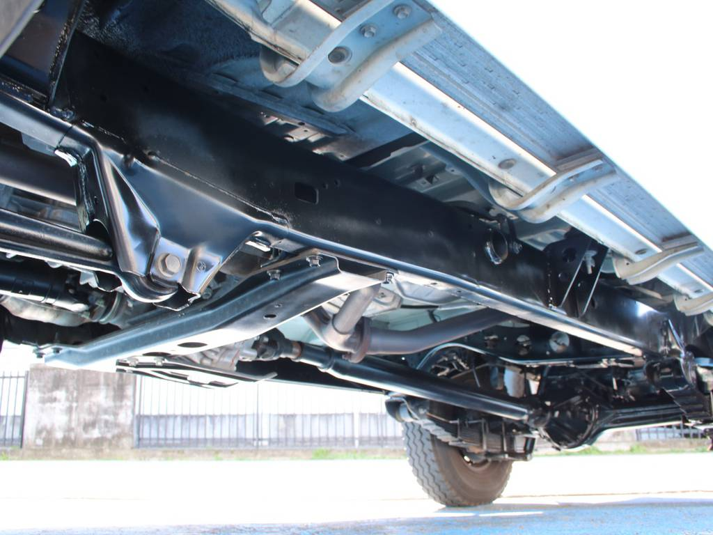 下回りは高圧洗浄後、防錆パスターにてキレイに仕上げてあります☆ | トヨタ ランドクルーザー70ピックアップ 4.0 4WD