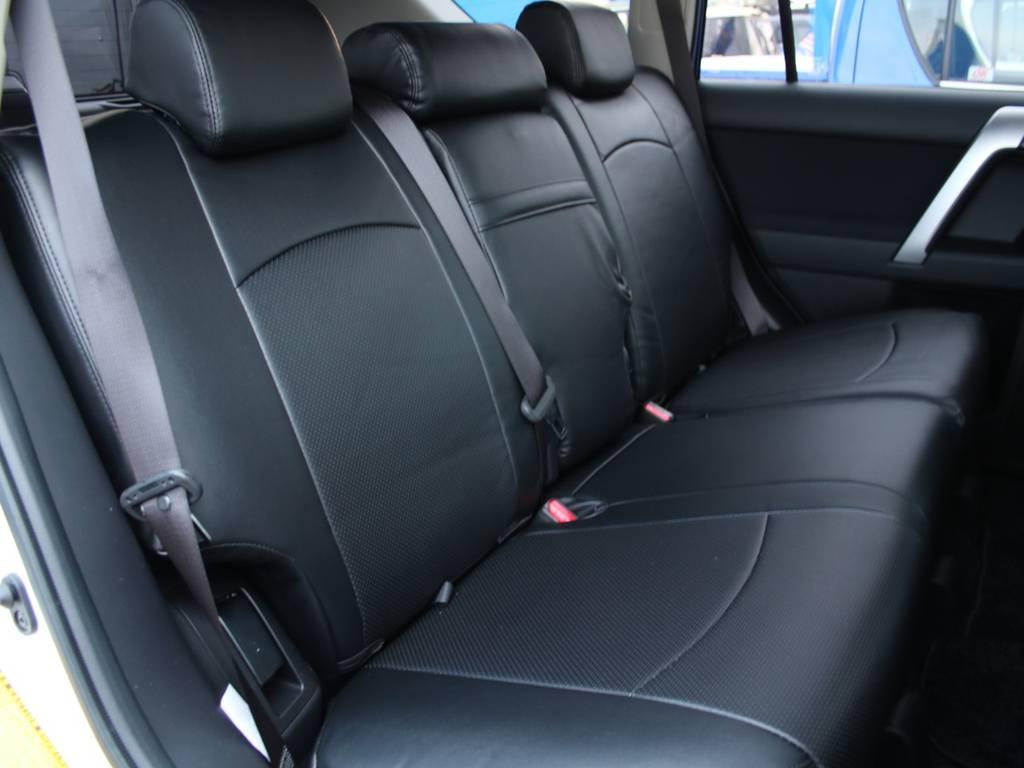後部座席は大人もくつろげるスペースがございます☆   トヨタ ランドクルーザープラド 2.7 TX 4WD 5人