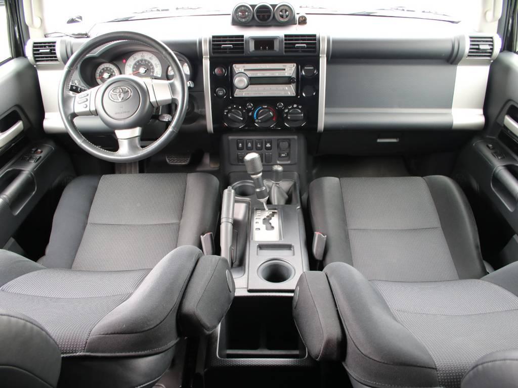 内装グレー基調☆キレイに保たれております☆ | 米国トヨタ FJクルーザー コンビニエンスPKG アップグレードⅡ