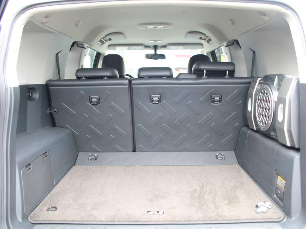荷室は広々お使い頂けるスペースがございます☆サブウーハー☆ | 米国トヨタ FJクルーザー コンビニエンスPKG アップグレードⅡ