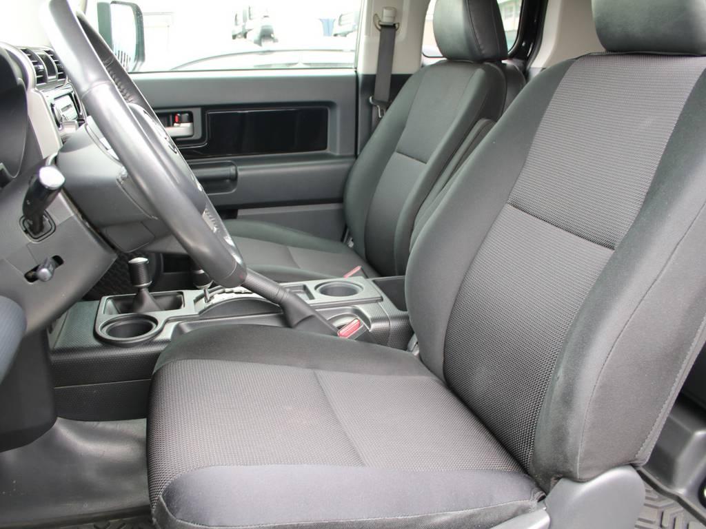 運転席は目立つヘタりなくキレイに保たれております☆ | 米国トヨタ FJクルーザー コンビニエンスPKG アップグレードⅡ