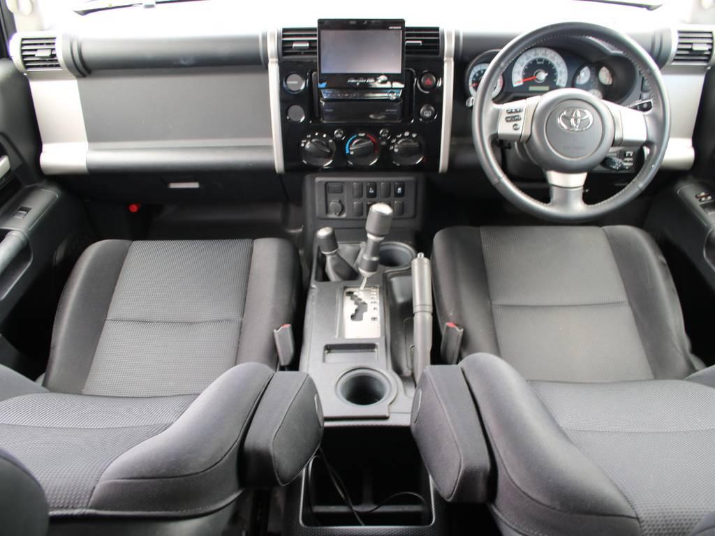 内装グレー基調☆キレイに保たれております☆ | トヨタ FJクルーザー 4.0 ブラックカラーパッケージ 4WD
