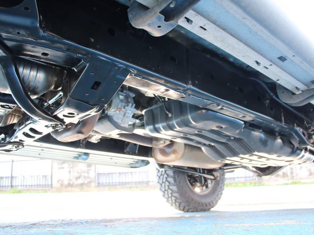下回りは高圧洗浄後防錆パスターにてキレイに仕上げてあります☆ | トヨタ FJクルーザー 4.0 ブラックカラーパッケージ 4WD