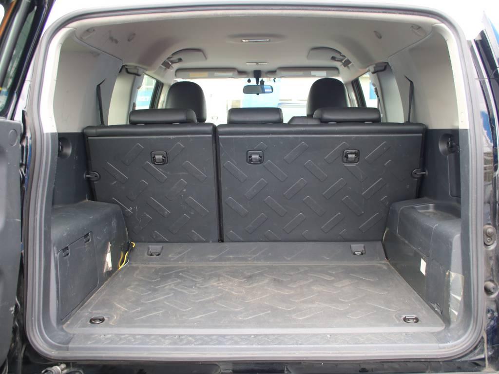 荷室は広々お使い頂けるスペースがございます☆ | トヨタ FJクルーザー 4.0 ブラックカラーパッケージ 4WD