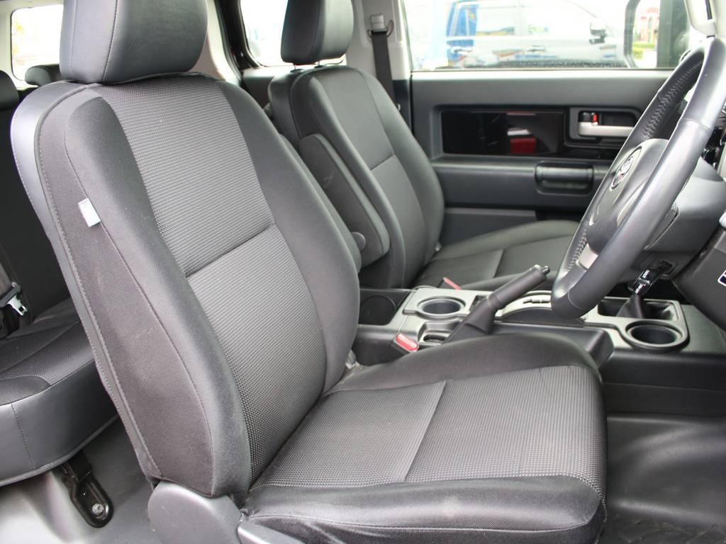 運転席は目立つヘタりなくキレイに保たれております☆ | トヨタ FJクルーザー 4.0 ブラックカラーパッケージ 4WD