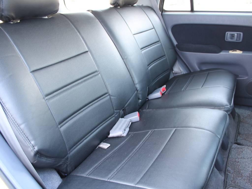 後部座席は大人もくつろげるスペースがございます☆ | トヨタ ハイラックスサーフ 2.7 SSR-X 4WD US仕様