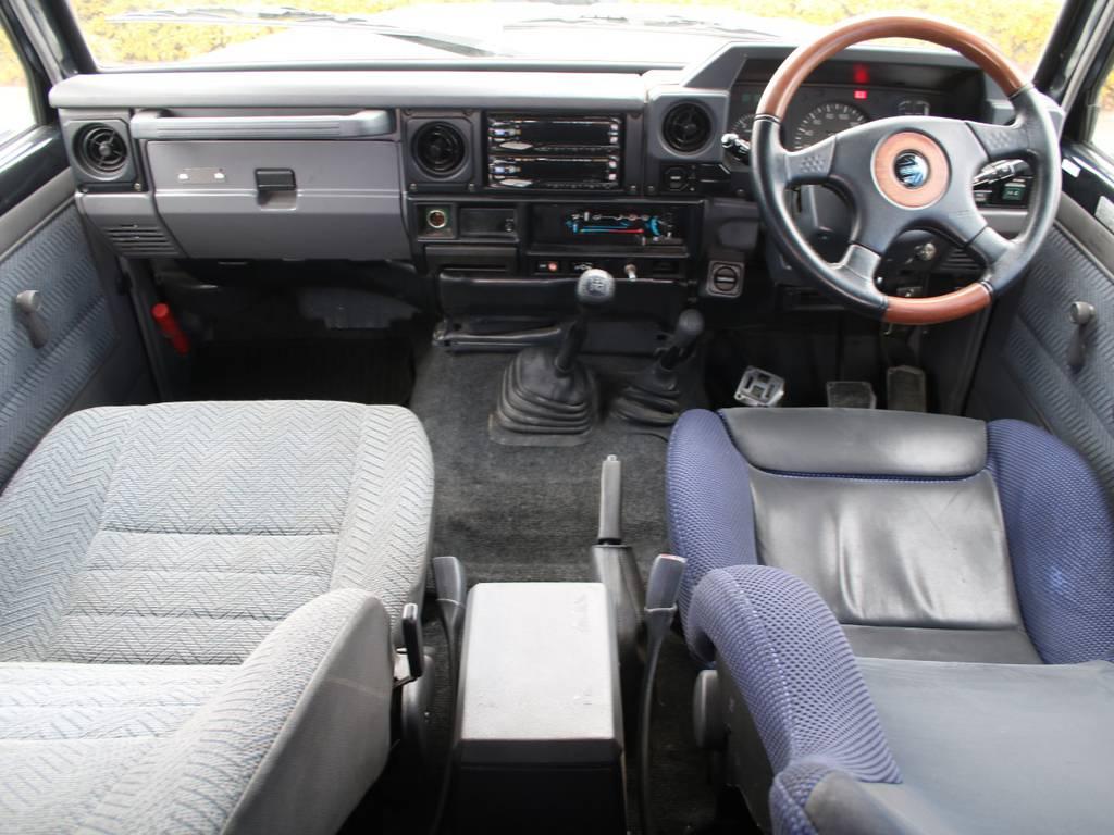 内装グレー基調☆キレイに保たれております☆   トヨタ ランドクルーザー70 4.2 LX ディーゼル 4WD 前後デフロック MT車 クロカンバンパー