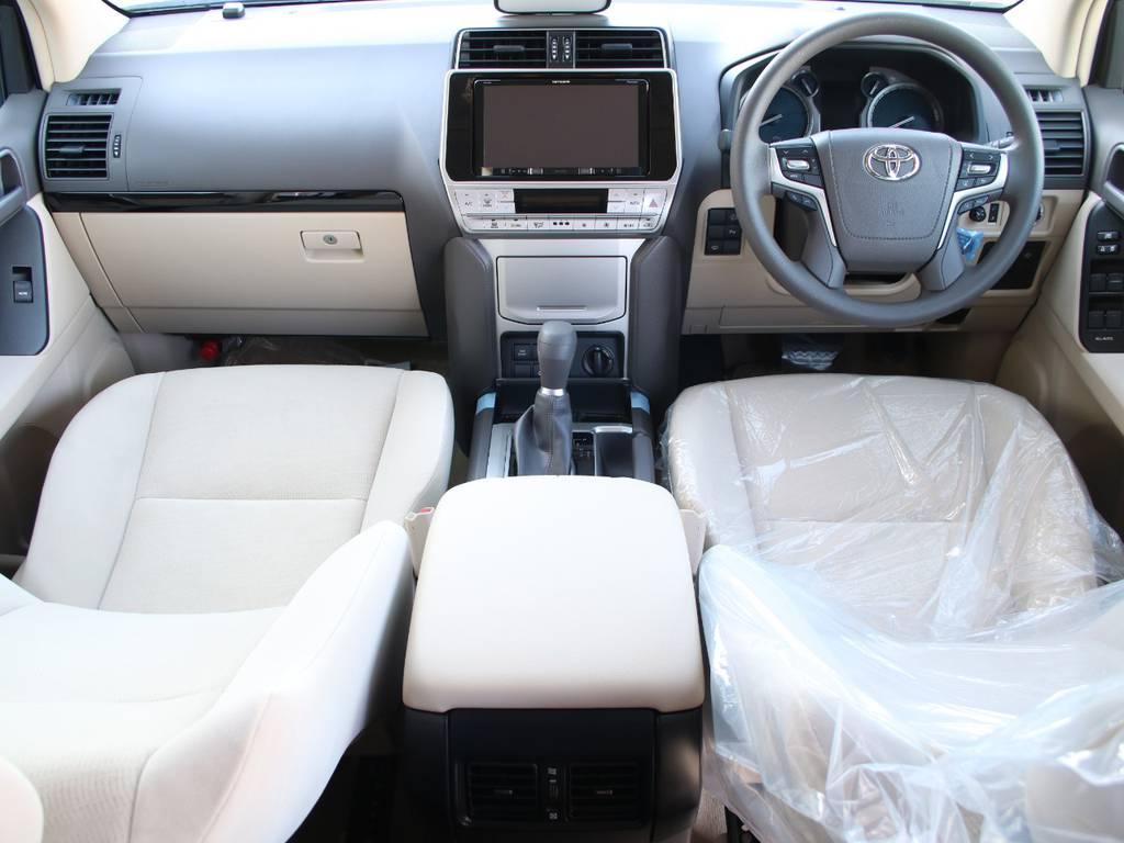 内装ベージュ基調☆新車なのでキレイに保たれております☆ | トヨタ ランドクルーザープラド 2.8 TX ディーゼルターボ 4WD 5人 内装ベージュ WALDエアロ