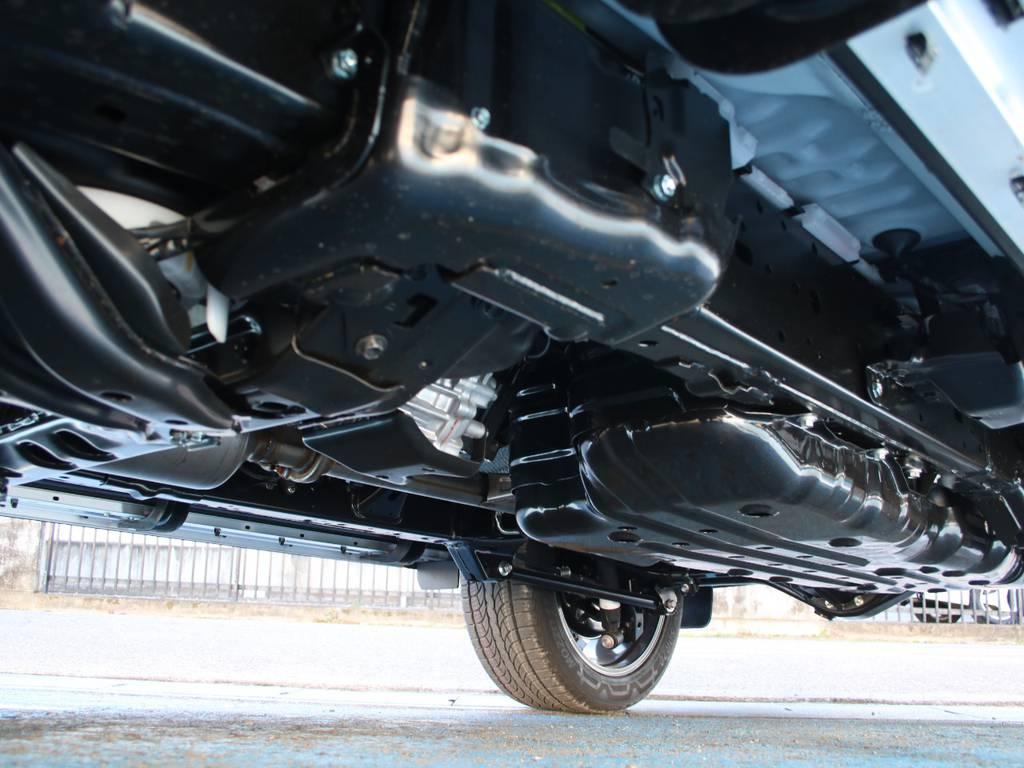 下回りは新車なのでキレイに保たれております☆ | トヨタ ランドクルーザープラド 2.8 TX ディーゼルターボ 4WD 5人 内装ベージュ WALDエアロ