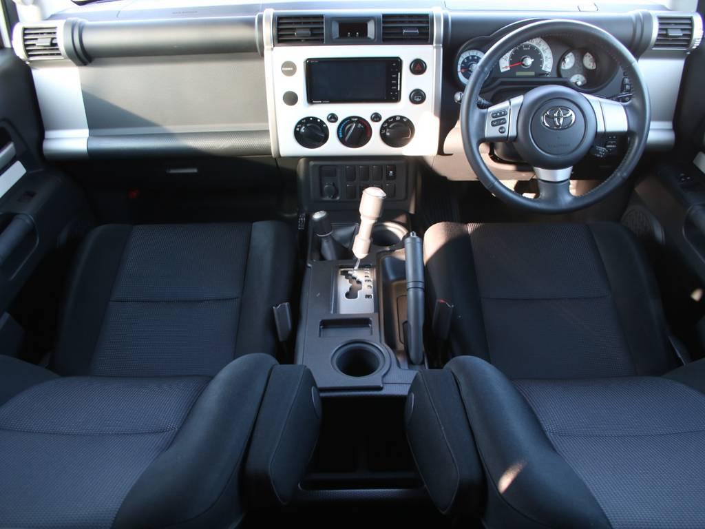 内装グレー基調☆キレイに保たれております☆   トヨタ FJクルーザー 4.0 カラーパッケージ 4WD