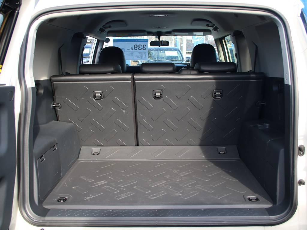 荷室は広々お使い頂けるスペースがございます☆   トヨタ FJクルーザー 4.0 カラーパッケージ 4WD