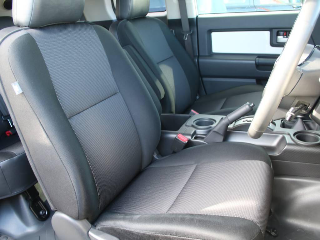 運転席も目立つヘタりなくキレイに保たれております☆   トヨタ FJクルーザー 4.0 カラーパッケージ 4WD