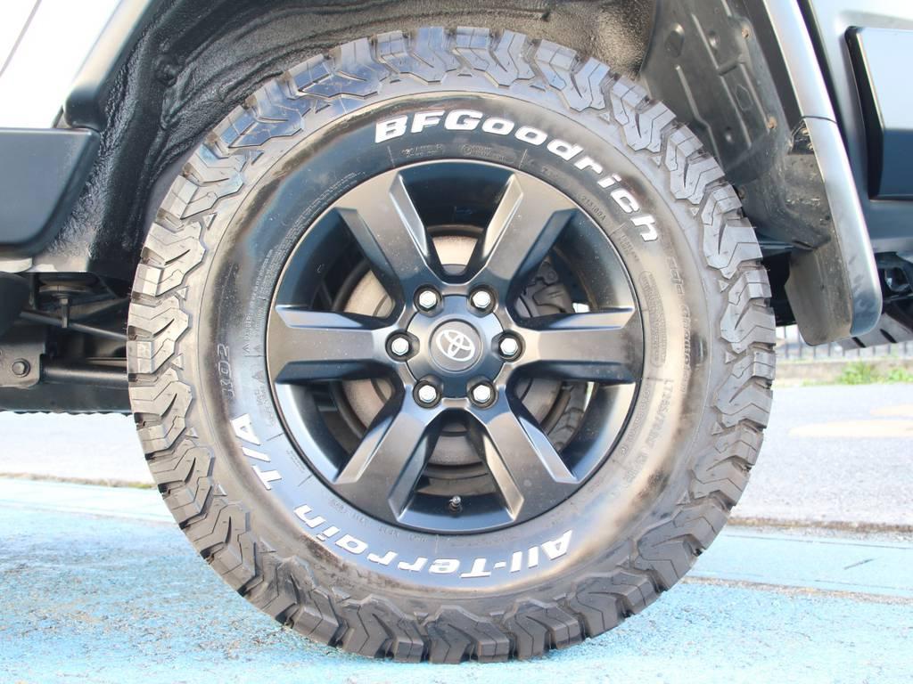 純正17インチホイール☆(ブラックペイント)新品BFG285タイヤ☆   トヨタ FJクルーザー 4.0 カラーパッケージ 4WD