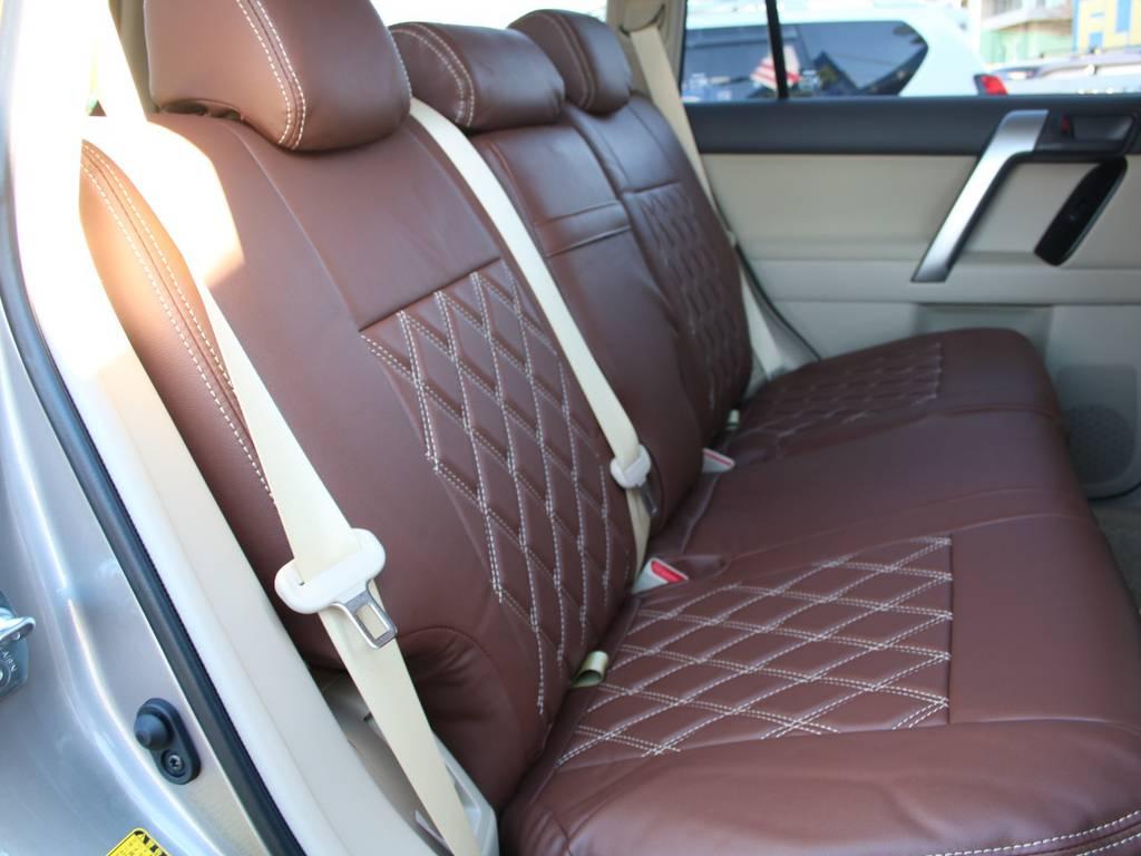 後部座席は大人もくつろげるスペースがございます☆   トヨタ ランドクルーザープラド 2.8 TX ディーゼルターボ 4WD 5人 新車未登録 9インチナビ