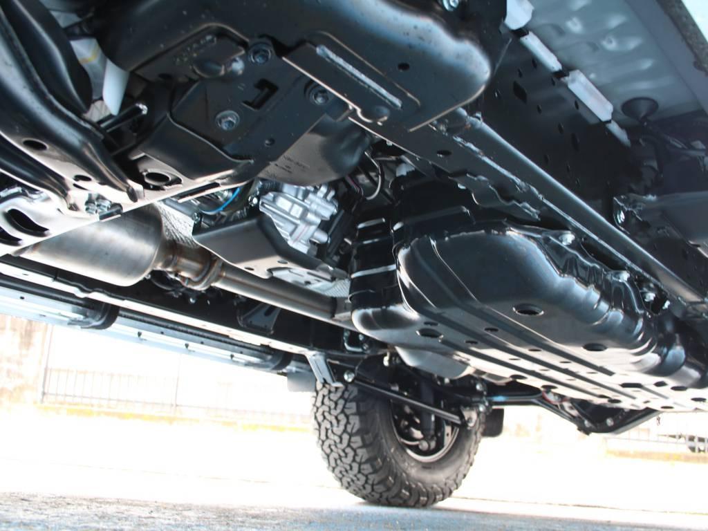 下回りは新車なのでピカピカです☆ | トヨタ ランドクルーザープラド 2.8 TX ディーゼルターボ 4WD 5人 新車未登録 9インチナビ