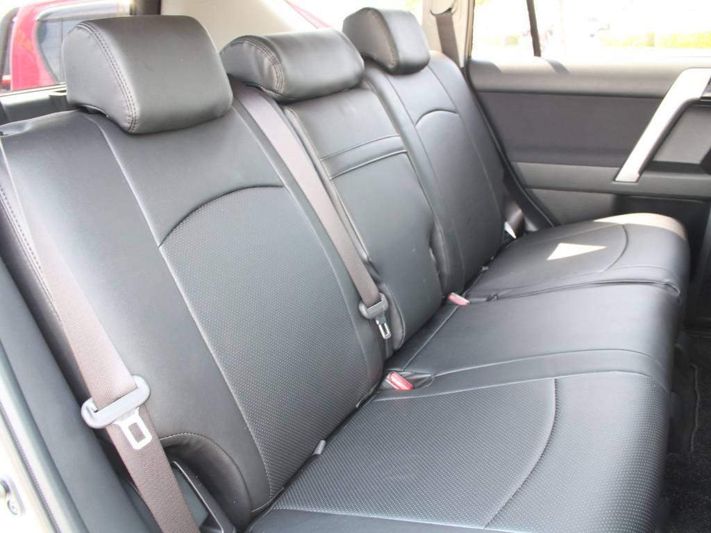 後部座席は跳ね上げ可能です☆   トヨタ ランドクルーザープラド 2.8 TX ディーゼルターボ 4WD 5人