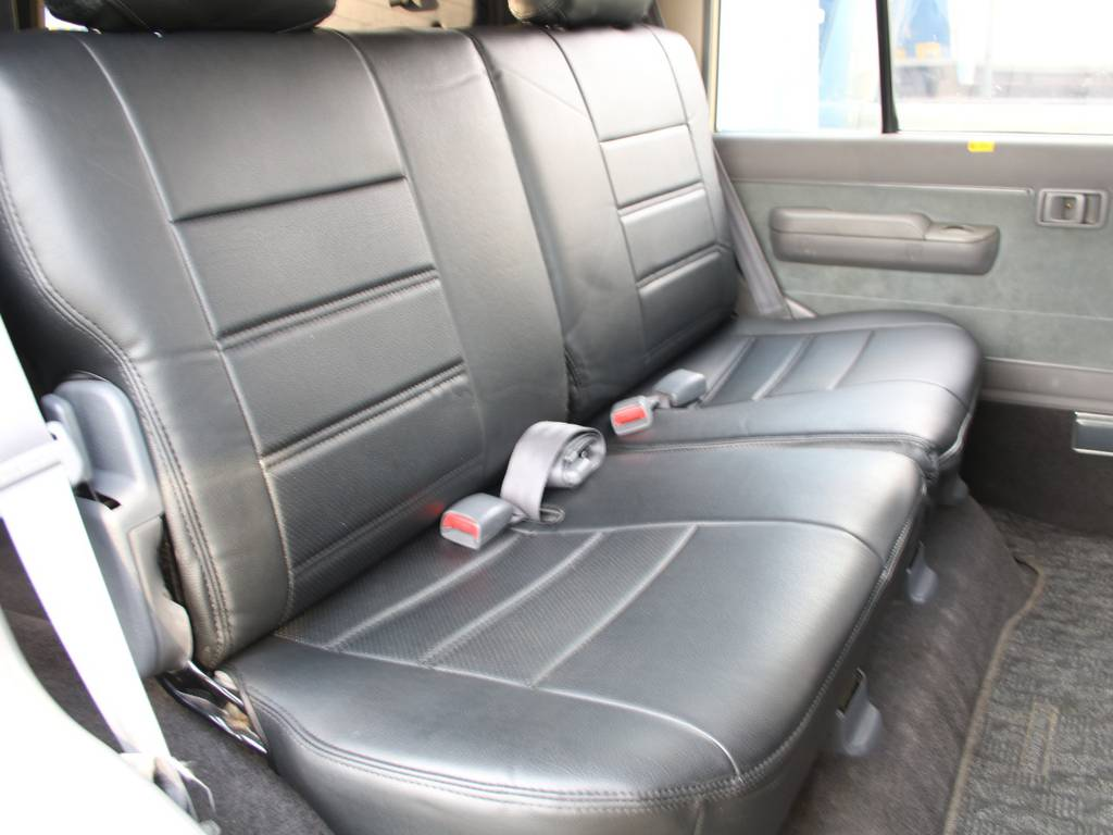 後部座席は大人もくつろげるスペースがございます☆   トヨタ ランドクルーザープラド 3.0 EXワイド ディーゼルターボ 4WD