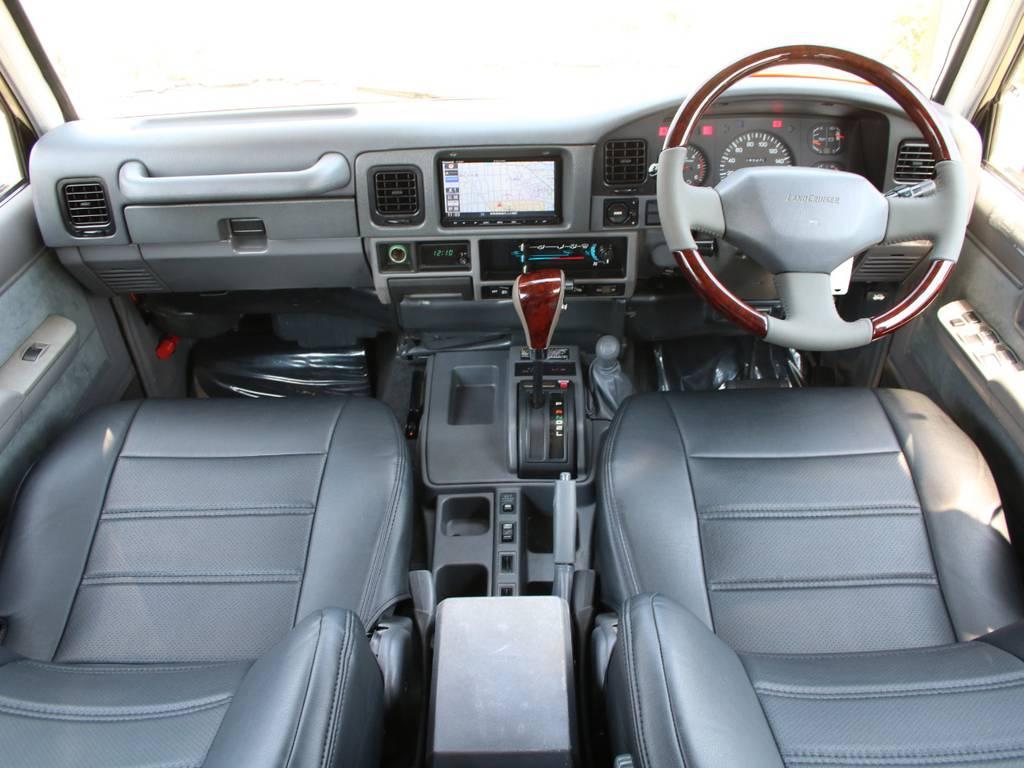 内装グレー基調☆キレイに保たれております☆   トヨタ ランドクルーザープラド 3.0 EXワイド ディーゼルターボ 4WD