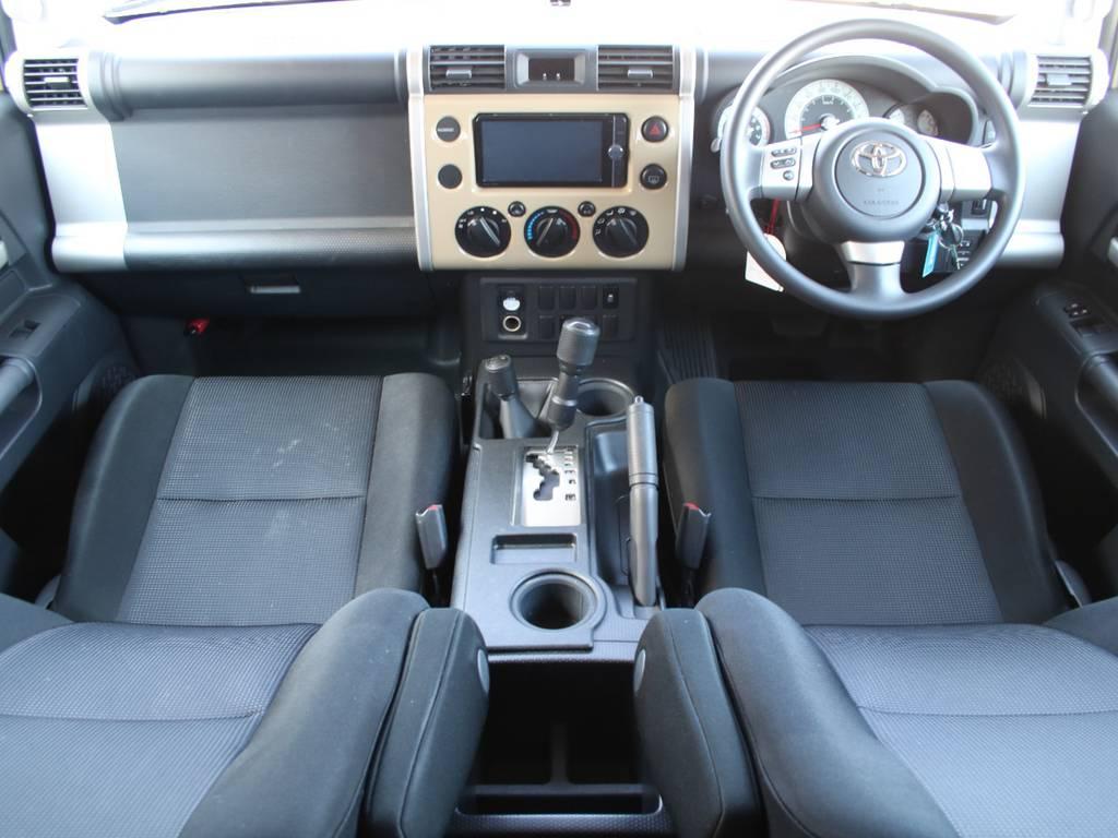 内装グレー基調☆キレイに保たれております☆ | トヨタ FJクルーザー 4.0 オフロードパッケージ 4WD