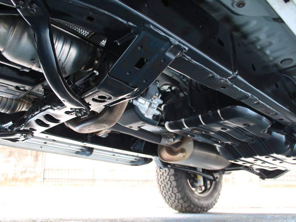 下回りは高圧洗浄後、防錆パスターにてキレイに仕上げてあります☆ | トヨタ FJクルーザー 4.0 オフロードパッケージ 4WD