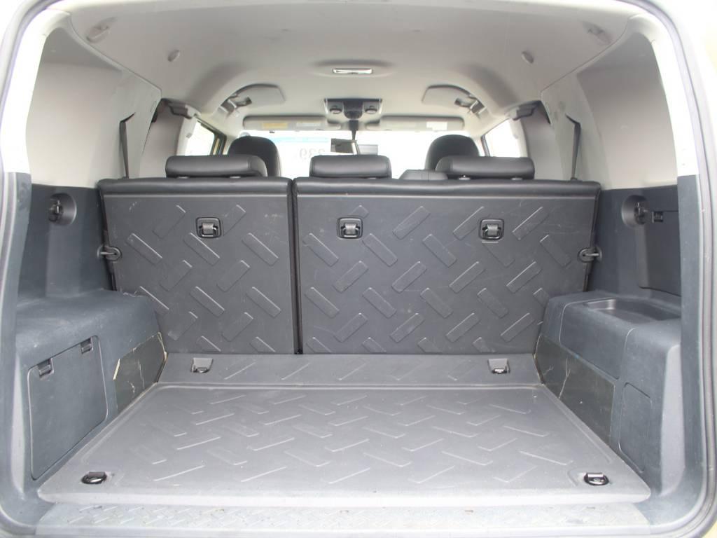 荷室は広々使えるスペースがございます☆ | トヨタ FJクルーザー 4.0 オフロードパッケージ 4WD